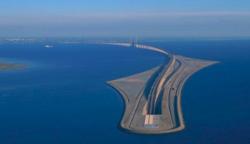 Úgy tűnik, hogy ez a híd eltűnt a víz alatt… de a valóság sokkal érdekesebb…