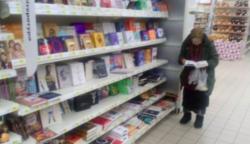 Az idős néni 15 évig járt olvasni a könyvesboltba. A boltosoknak egyszer csak elegük lett a dologból: