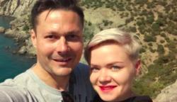 8 éve boldog házasságban élnek, de képtelenek egymás mellett aludni – Meglepő a magyarázatuk…
